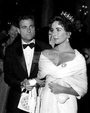 ELIZABETH TAYLOR w/ MIKE TODD AT CANNES FILM FESTIVAL 1957 - 8X10 PHOTO (ZZ-187)