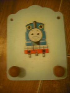 THOMAS THE TANK ENGINE WOODEN PLAQUE WITH 2 KNOBS TO HANG COATS ETC 20cm x 15cm