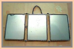 Un ancien Triptyque miroir en métal argenté pour Barbier ou Maquillage