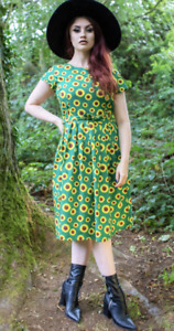 RUN & FLY Retro Vintage 50's style  dress in green with bee & sunflower print