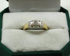 Precioso dos Color de 18 quilates chapado oro y 0,25 ct Diamante Solitario Anillo Con Detalles