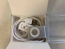APPLE iPOD Shuffle 2nd Generation - 1GB Silver w/Box and charger A1204 bundle