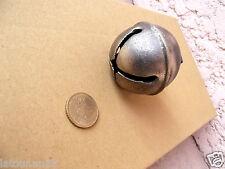 (n°1) art populaire ancien gros grelot en laiton, diamètre 4 et 3 cm
