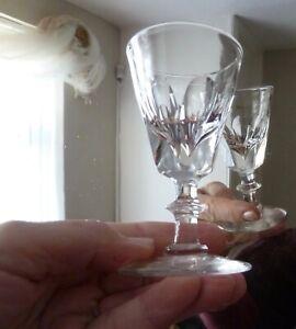 ANTIQUE DECEPTIVE GLASS, THUMB CUT h10,7cm