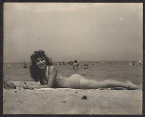 LQQK 10X8 vintage 1940s original,  MAGNIFICENT SWIMSUIT BEACH BEAUTY MODEL #7