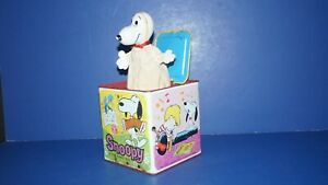 Vintage 1966 SNOOPY IN MUSIC BOX Peanuts Jack In Box Pop Up by Mattel USA - NICE