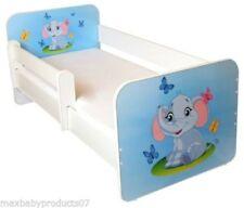 Letti blu in legno per la cameretta dei bambini