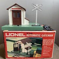 VINTAGE LIONEL MODEL TRAIN O SCALE AUTOMATIC GATEMAN 6-2145 LIGHTED SHANTY RR