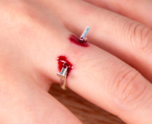 New Silver Prank Bloody Ring Joke Fake Nail Through Finger Halloween Blood Ring