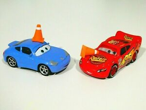 Disney Pixar Cars Final Lap Lightning McQueen w Cone and Sally Cone Diecast 1:55