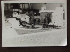 SMALL MODEL TOY TRAIN GOING AROUND HOUSES & TREES Vintage 1950's PHOTO
