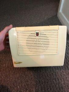 Philips 1954 4 - valve model 144A radio Troubadour Troubador portable
