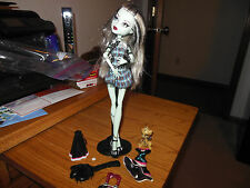 Monster High ~Frankie Stein~ Purse, School Spirit Outfit, Pet, Brush and Stand