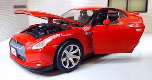 G LGB 1:24 Scale Red Nissan GT-R R35 3.8 V6 Detailed Motormax Diecast Model Car
