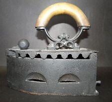 Kohle-Bügeleisen mit Holzgriff, 19.Jh., H-22 cm, L-22 cm