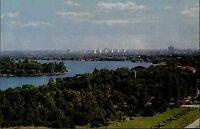 BUKAREST Rumänien București Romania Walachei 1976 AK mit Blick auf einen Park
