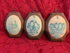 LOT OF 3 FROG WALL PLAQUE'S BY THE ORIGINAL BEADED GLASS PLAQUE'S CO