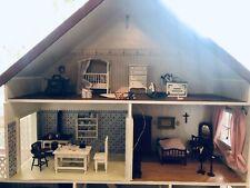 Puppenhaus / wunderhübsch / mit vielen Details und Puppen