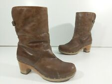 UGG Lynnea Brown Sherpa Pull- On Studded Leather Heel Boots Women's US 9 SN 1958