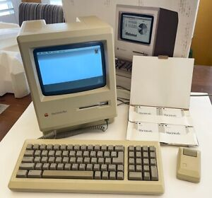 Apple Macintosh Plus 1mb Model M0001A Great cosmetic shape. Works perfectly.