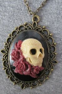 CREAM ON BLACK LARGE 30 X 40 MM 3D SKULL/ROSES CAMEO NECKLACE