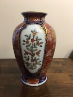 Beautiful Gold Imari Hand Painted Porcelain Japanese Vase in Excellent Condition