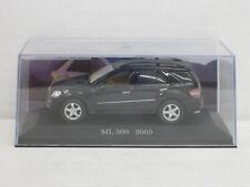 Mercedes-Benz ML 500 in schwarz, o.OVP + Vitrine, IXO / De Agostini, 1:43