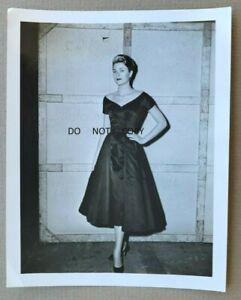 C.1954 PHOTO...BEAUTIFUL  LEGENDARY ACTRESS GRACE KELLY ON MOVIE SET