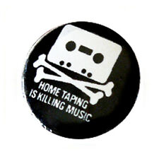 Badge HOME TAPING IS KILLING MUSIC retro K7 vintage geek culte pop button Ø25mm