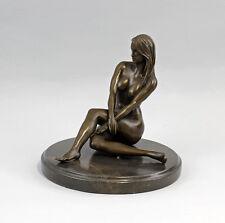 9937749 Bronze Skulptur Figur weiblicher Akt sitzend sign.Claude 18x19cm