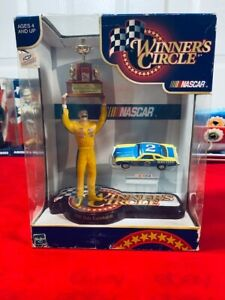 WINNERS CIRCLE DALE EARNHARDT SR.1980 NASCAR CUP CHAMPIONSHIP FIGURE & CAR