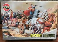 VINTAGE AIRFIX ANCIENT BRITONS MINIATURE TOY SOLDIERS 1:72 SCALE MODEL WITH BOX