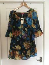 Shakira Blue Floral Top Size M/L New With Tags