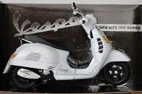 NEW RAY 1:12 DIE CAST VESPA GTS 300 SUPER BIANCA ART 57243