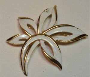 Vintage Signed TRIFARI CROWN Goldtone White Enamel FLOWER Shape Pin Brooch