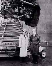 DR. VON BRAUN WITH CBS NEWS CORRESPONDENT NELSON BENTON - 8X10 PHOTO (EP-151)