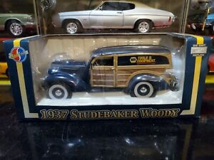 Crown Premiums NAPA 1937 Studebaker Woody Parts Delivery 1:24 Diecast Truck