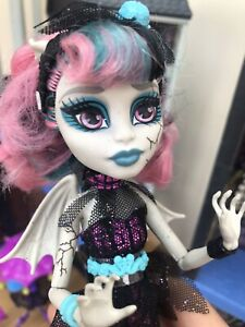 Monster High 💜 Rochelle Goyle Zombie Shake Doll Rare, Stand Not Included