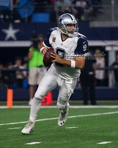 NFL Dallas Cowboys QB Tony Romo Rolling Out Game Action Color 8 X 10 Photo Pic