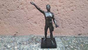 Bronzefigur männlicher Akt Athlet Held in Siegerpose 28 cm