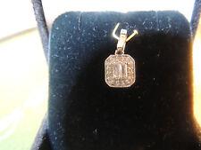 Pendentif or 18 carats et diamants baguettes et taille moderne