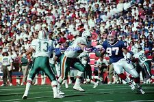 Buffalo Bills Cornelius Bennett VS Miami Dolphins Dan Marino 1992 8X10 Photo