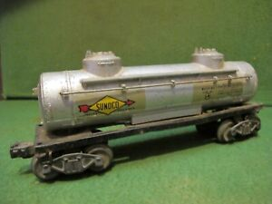 Lionel PW Sunoco Tank Car #2465~ rough but has slide shoe electronic couplers