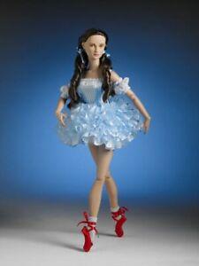 Tonner WIZARD OF OZ Chasse Down Yellow Brick Road Dorothy Ballet Feet NIB LE-200