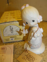 "Precious Moments ""Jesus Is The Light"" 1988 Porcelain Figurine E-1373/G"