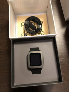 Pebble Time in Gray with Black Silicone Band