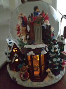 Kirkland Christmas Musical Water Globe Revolving Santa Clause is coming to Town