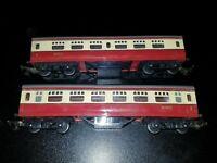 "OO GAUGE TRIANG R21 BR 7"" Blood Custard COACH M7071 unboxed x 2 VGC"