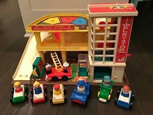 Fisher Price - 1980 - Little People Garage / Parking Ramp Service Center