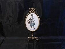 patére en laiton avec plaque en céramique décor costume ecossais
